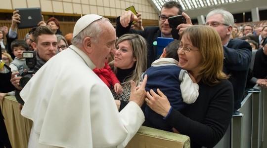 Papież apeluje do nauczycieli, by otaczali większą miłością uczniów trudnych i słabszych