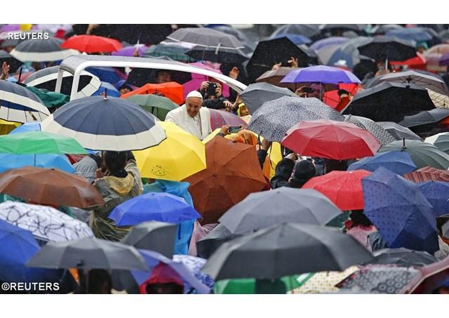 Kościół nigdy nie porzuci rodziny – zapewnił Papież na audiencji ogólnej