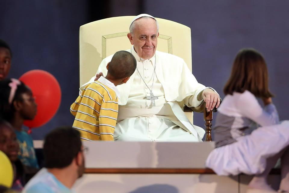 """Papież na audiencji: dzieci nigdy nie są """"pomyłką"""""""