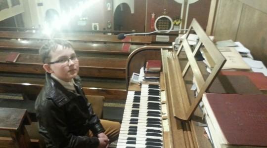18. -19.04  GOŁKOWICE. Najmłodszy organista. Relikwie św. Charbela pozostaną tu na zawsze.