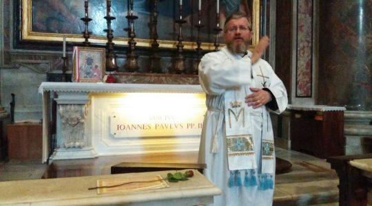 Dzisiaj ksiądz Jarosław modlił się przy grobie świętego Jana Pawła II
