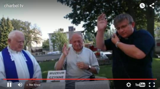 Przy grobie bł. ks. Jerzego Popiełuszki