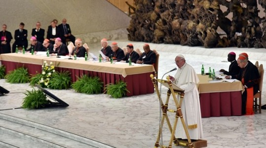 Papież w 50-lecie Synodu: wiara to nie opinia publiczna