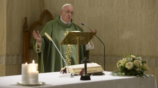 Papież na Mszy: Ksiądz który kocha pieniądze nie może być dobrym sługą