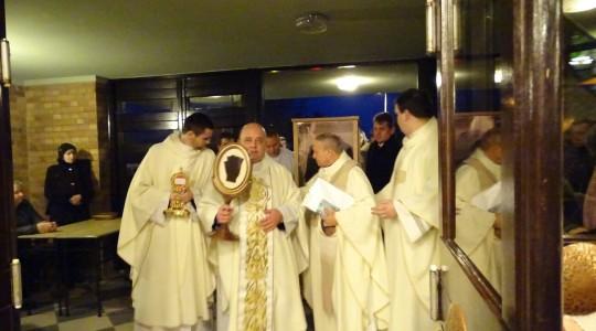 Bardzo dużo osób przybyło z okolicznych miejscowości na wieczór modlitwy ze św. O.Pio do Chodzieży ok 80 km od Poznania