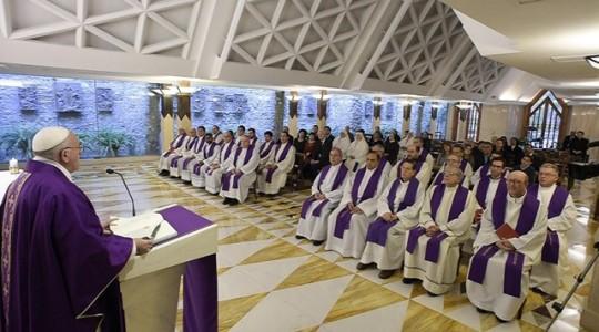 Papież na wtorkowej Mszy: Bóg wyniszczył się by nas zbawić
