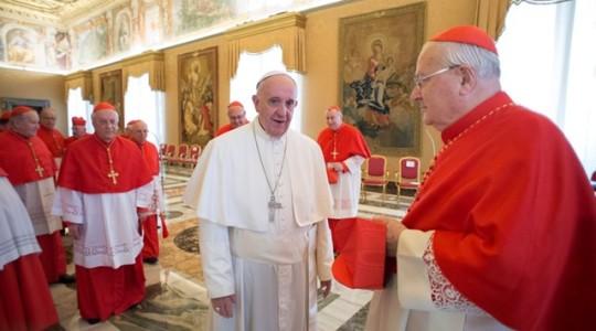 Franciszek do biskupów: módlcie się i patrzcie ludziom w oczy
