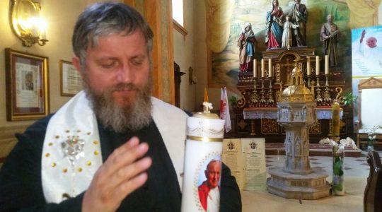 Blogosławienstwo świecy świętego Jana Pawła II