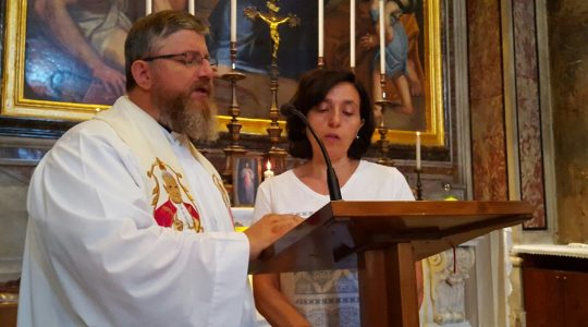 Piątkowe czuwanie przy grobie świętego Jana Pawła II