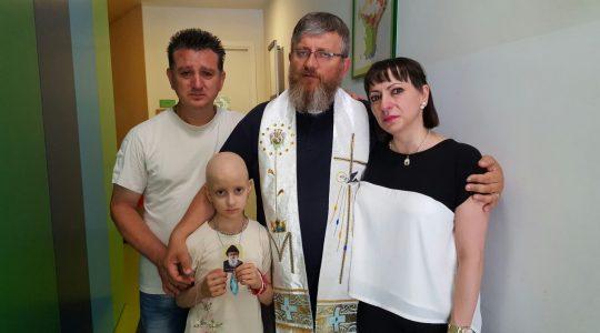 Spotkanie księdza Jarosława z dziećmi  chorymi i cierpiącymi