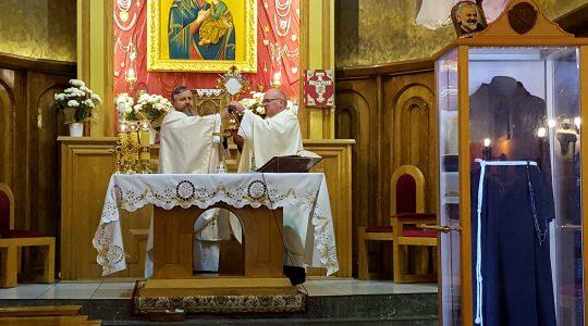 To św. Pio wybiera miejsca i kapłanów