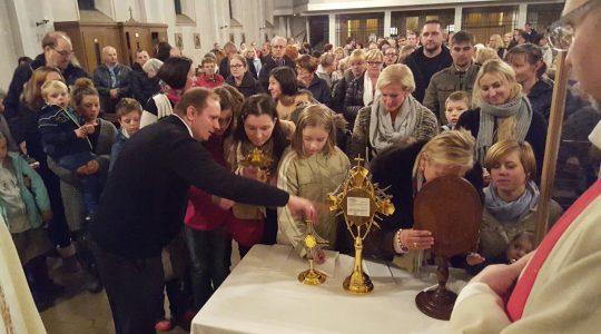 Polacy i Niemcy długo przychodzili po błogosławieństwo