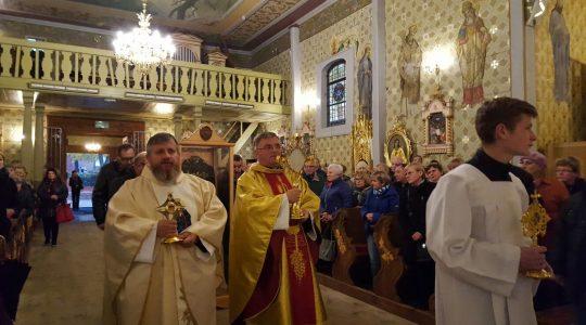 Peregrynacja świętych dotarła do parafii świętego Wojciecha w Dobroniu