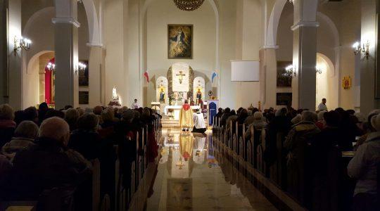 We mgle i deszczu święci przybyli do kolejnej parafii - jesteśmy w Skierniewicach
