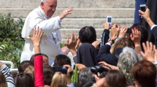 Ojciec święty Franciszek osobą najwyższego zaufania (Vatican Service News 21.12.2016)