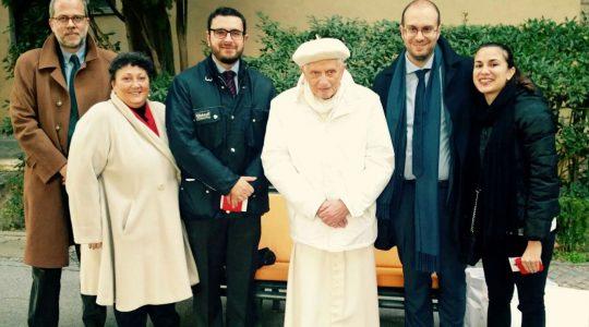 Niezwykłe spotkanie w ogrodach watykańskich (Vatican Service News -17.03, 2016-12-16)