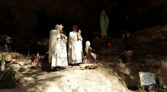 Przy grocie Matki Bożej z Lourdes w Gragnano-wspomnienie (11.02.2020)