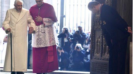 Abp Gänswein o rezygnacji ojca świętego Benedykta XVI(Vatican Service News - 07.04.2017)