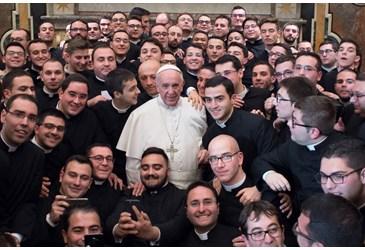 Papież z okazji niedzieli Dobrego Pasterza ( Vatican Service News - 07.05.2017)