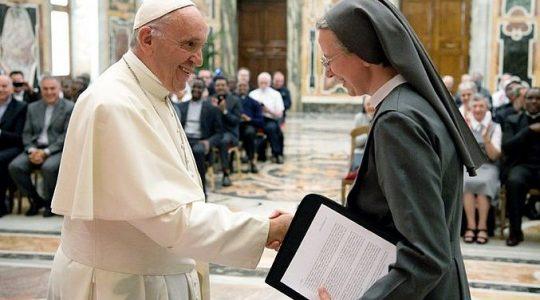 Ważne przesłanie Ojca świętego przekazane misjonarkom i misjonarzom (Vatican Service News - 06.06.2017)