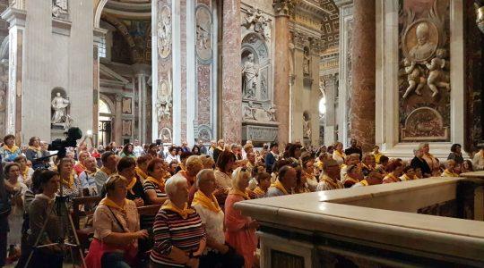 Msza święta w bazylice świętego Piotra przy grobie świętego Jana Pawła II