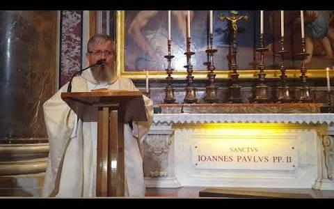 Omelia di padre Jarek in basilica San Pietro vicino altare San Giovanni Paulo II - 20.09.2017