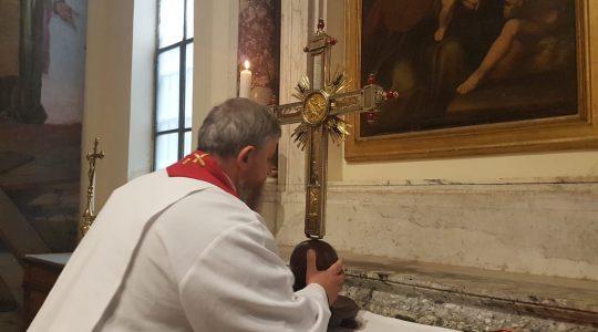 Ucałowałem relikwie Świętego Krzyża za wszystkich, których Bóg mi powierzył... (20.04.2019)