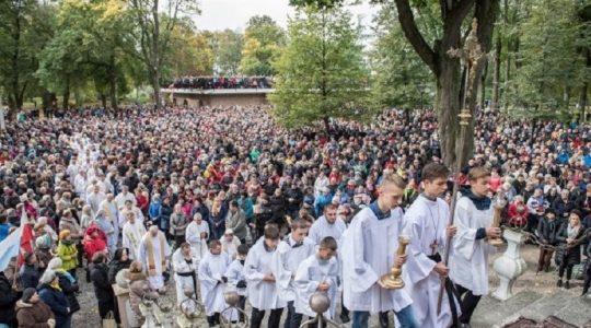 Ważne statystyki dla Kościoła katolickiego w świecie (Vatican Service News - 27.04.2019)