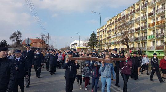 Droga Krzyżowa przeszła ulicami Brzezin (1.04.2019)