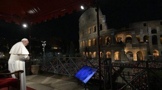 Papież Franciszek przewodniczył Drodze Krzyżowej w rzymskim Koloseum(Vatican Service News - 20.04.2019)