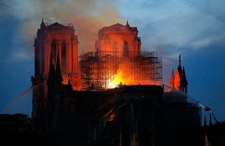 Wielki dramat - płonie katedra Notre Dame w Paryżu (Vatican Service News - 15.04.2019)