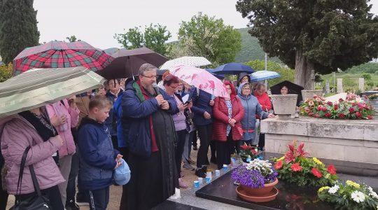Przy grobie o. Slavko (2.05. 2019)