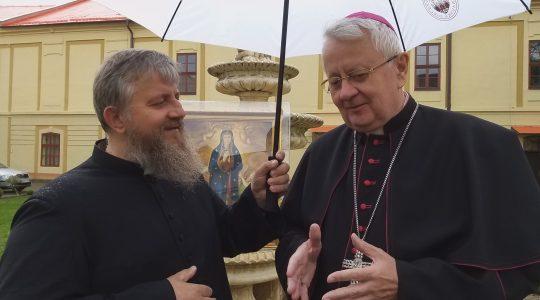 Błogosławieństwo biskupa Stolarika dla księdza Jarka i pielgrzymów (27.05.2019)