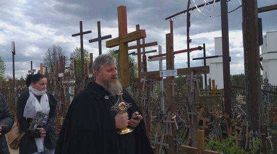 Między grotą a krzyżami (8.05.2019)