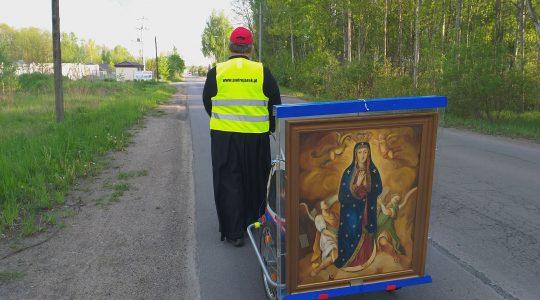 Rozpoczęcie pieszej pielgrzymki księdza Jarka do Wadowic-transmisja
