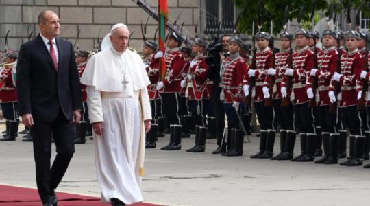 Powitanie Ojca Świętego Franciszka w Bułgarii (Vatican Service News - 05.05.2019)