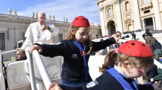 Audiencja Ojca Świętego na placu świętego Piotra (Vatican Service News - 01.05.2019)