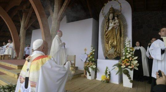 Szukajcie żywej wody w  Şumuleu Ciuc. Drugi dzień pielgrzymki Papieża do Rumunii (Vatican Service News - 01.06.2019)