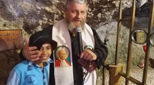 Przy chrzcielnicy św. Charbela (21.09.2019)