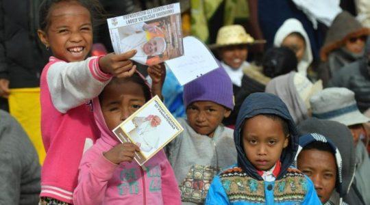 Najpiękniejsze momenty wizyty apostolskiej Ojca Świętego w Afryce(Vatican Service News - 11.09.2019)