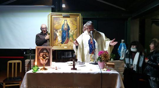 Długo modlili się przed obrazem Matki Bożej z Niegowici  (11. 11. 2019)