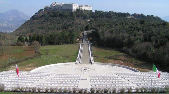 Transmisja z Mszy Świętej na Polskim cmentarzu na Monte Cssino (11.11.2019)