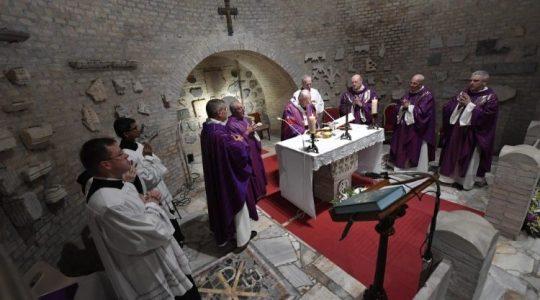 Papież Franciszek sprawował Mszę świętą w Katakumbach Pryscyli (Vatican Service News - 02.11.2019)