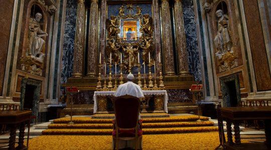 Ojciec Święty modlił się w rzymskich kościołach  (16.03.2020)