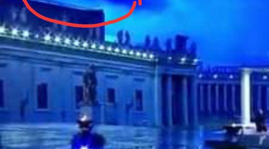Niesamowita fotografia z Watykanu  (28.03.2020)