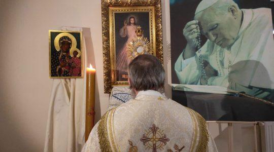 Adoracja i Apel Maryjny-Adorazione e preghiera Mariana (20.03.2020)