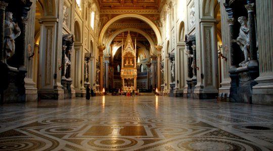 Planowane uroczystości Wielkiego Tygodnia tym razem będą przeżywane w Watykanie bez pielgrzymów (Charbel TV News - 15.03.2020)