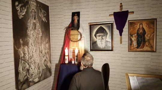 Adorazione Eucaristica con la preghiera guidata da padre Jarek-09.04.2020