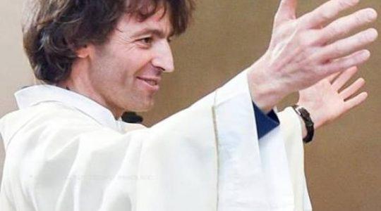 Włoski ksiądz zasztyletowany przed kościołem 15.09.2020)