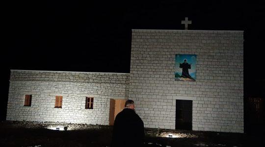 Dziwna fotografia sprzed pustelni św. Charbela (18.10.2020)